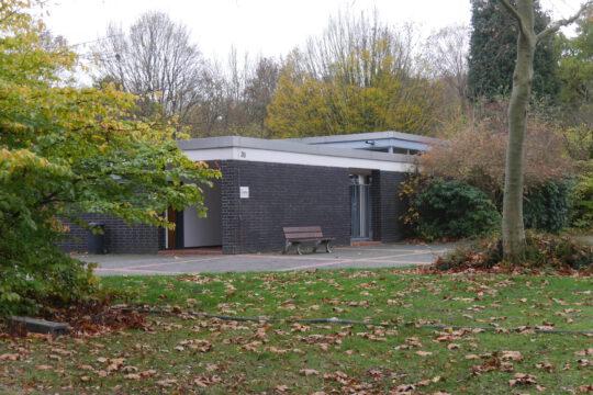 Trauerhalle auf dem Kortenfriedhof, November 2020 (Aufnahme Klaus Winter)